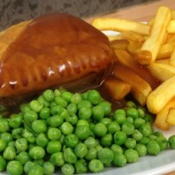 The Singing Kettle - Homemade Steak Pie Chips and Peas